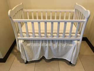 Baby cot swing