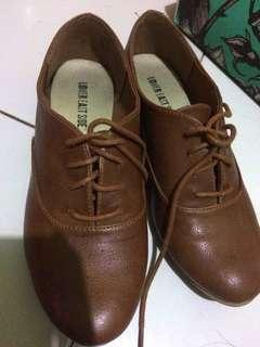 Sepatu Payless Brown