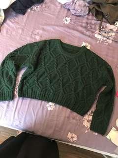 綠色短版針織上衣