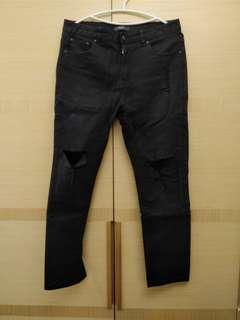 Bannan 男生黑色破洞牛窄褲 Size 32