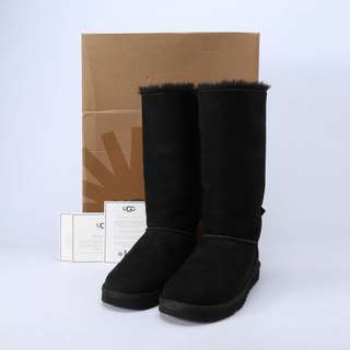 9.9New size 38 UGG boots
