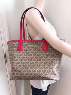 Mk reversible tote come woth pounch