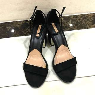ONE & ONLY Stradivarius Black Strap Heels