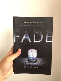 PAPER BACK BOOK - Fade by Lisa McMann