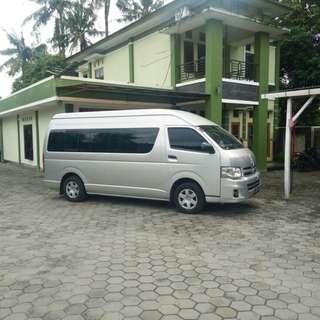 Sewa mobil wisata murah di Jakarta, Toyota Hiace (15 seat) hanya 1,6 juta dengan driver dan BBM.