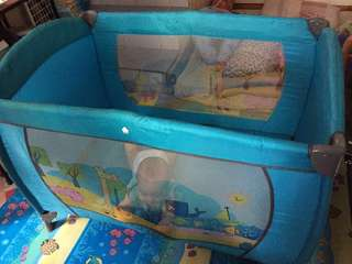 Crib/ play pen
