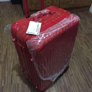 Red Voyager Medium Luggage