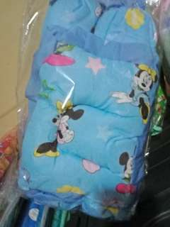 Comforter with 3 pillows