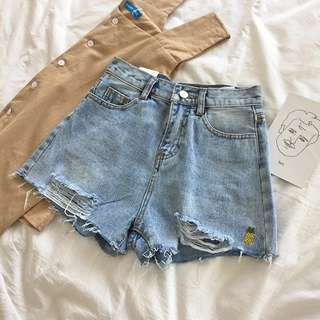 [PO] pineapple embroidered ripped highwaist shorts
