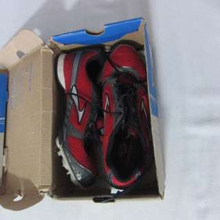 lightly used  Brooks spikes  Track and Field running shoes. Uk size 6, EU 40, US 7