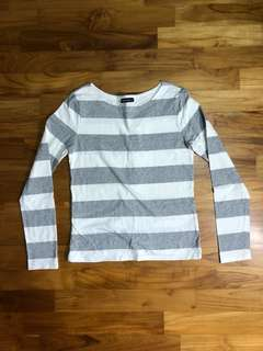 Gray and white striped boat neck Long-sleeved t-shirt