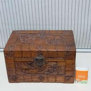 舊工  樟木箱