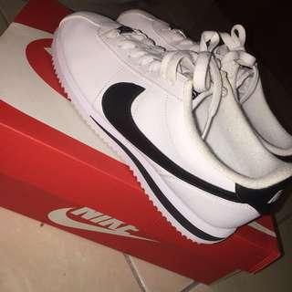 Nike 鐵牌阿甘