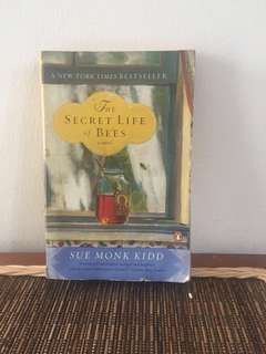 Buku the secret life of bees by sue monk kidd