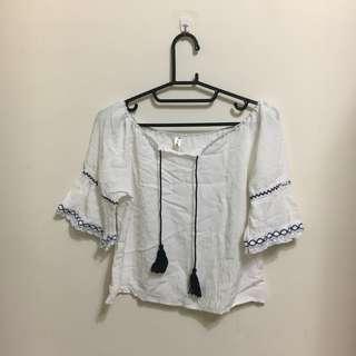 白色綁帶上衣