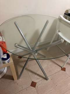Round glass dining / alfresco table