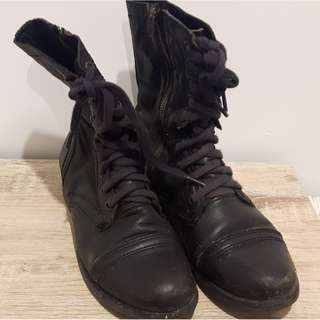 Overland boots size 7
