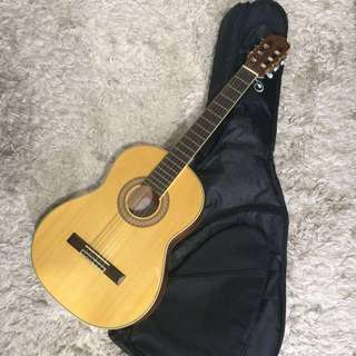 Helicon Classical Guitar + Guitar Bag + Freebies