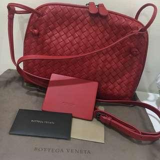 🚚 真品 9.5新 Bottega Veneta BV NAPPA NODINI 經典編織小羊皮貝殼包 紅