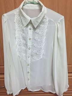 米白雪紡胸口蕾絲襯衫
