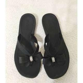 超值~ GUESS 九成新 黑色 平底夾腳涼鞋~