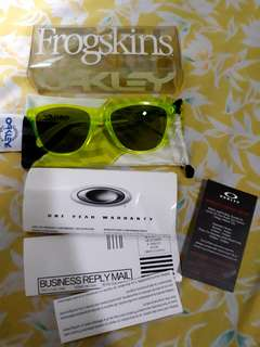 Preowned Authentic Frogskins Sunglasses bg Oakley