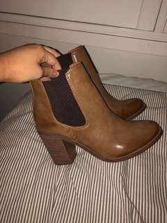 Lipstick brown heeled boots