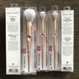 Wet N Wild Pro Brush Line - Tapered Highlighting Brush / Large Powder Brush