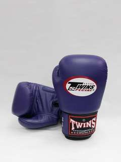 TWINS Classic Boxing Gloves in Eminence Purple