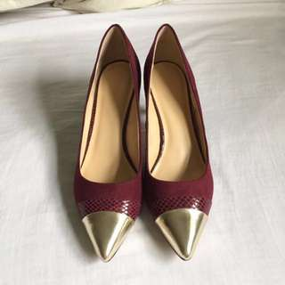 Expression - Dark Red Suede Heels w/ Gold Details