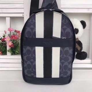 精品代購COACH 72353新款PVC配頭層牛皮胸包 背面采用透氣尼龍網紗布 內有暗扣隔層