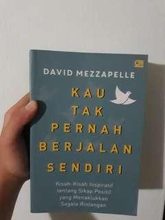 "Novel Inspiratif ""Kau Tak Pernah Berjalan Sendiri"" karya David Mezzapelle"