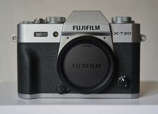 FujiFilm XT20 Body Only Silver Argent Like NEW
