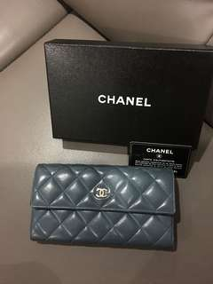 💯 authentic Chanel Wallet