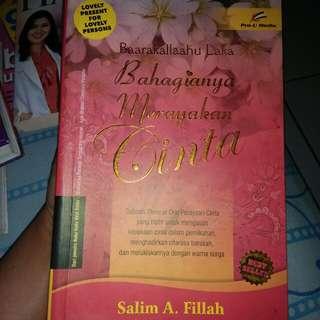 """Buku """"Bahagianya Merayakan Cinta"""""""