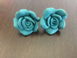 Aldo floral earrings
