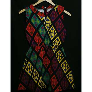 Colorful Dress  * small - med * never been used and very pretty in actual.