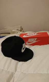 耐吉黑色帽子