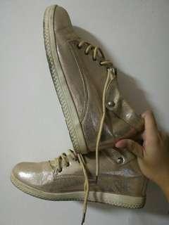 Golden shiny heels