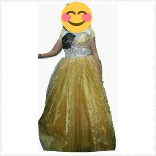 beatiful golden gown
