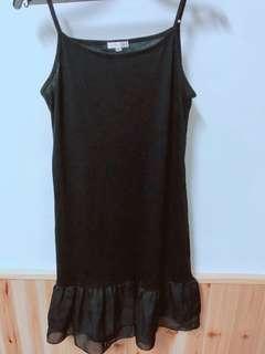 🚚 日貨黑襯裙 肩帶可以條