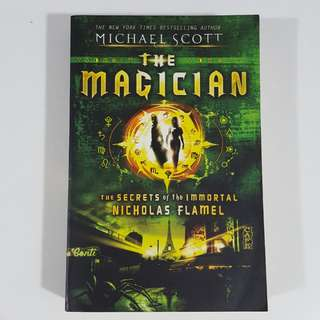 The Magician (The Secrets of the Immortal Nicholas Flamel, #2) by Michael Scott