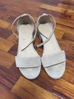 Prome&Theus beige sandals