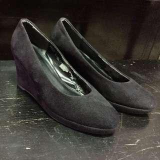 Zanea Black Closed Wedge Shoes