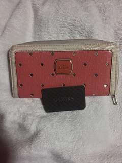 50% off!🎉 Pre-loved authentic Guess zippy wallet