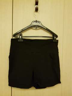 Maternity black short