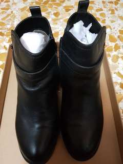 Female Fashionable Black Winter Boots