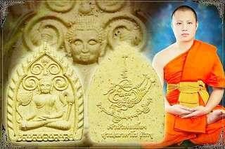 """Pre-orders"" 这一粒佛牌是这间庙大殿的第一批大佛祖, 也是成为大老板(Phra Chao sou)有靠山,有财运,做每一件事都会有人在背后给你靠着。"