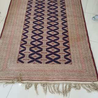 EXPAT LEAVING. SELLING DOUBLE SIDED SILK PERSIAN CARPET