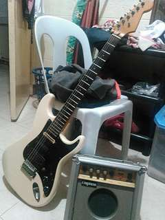 Electric guitar with Amplifier!